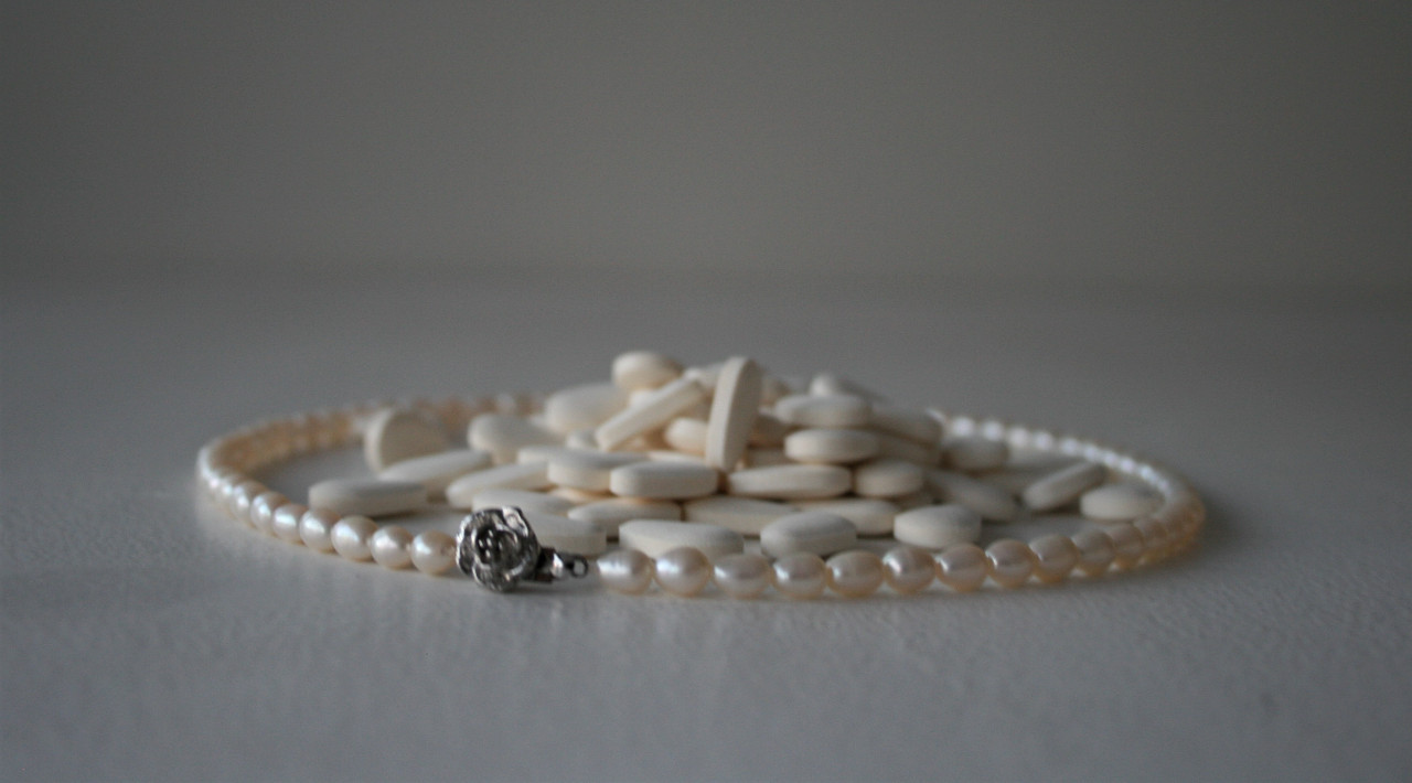 Pearl necklace and vitamin C pills (2020)