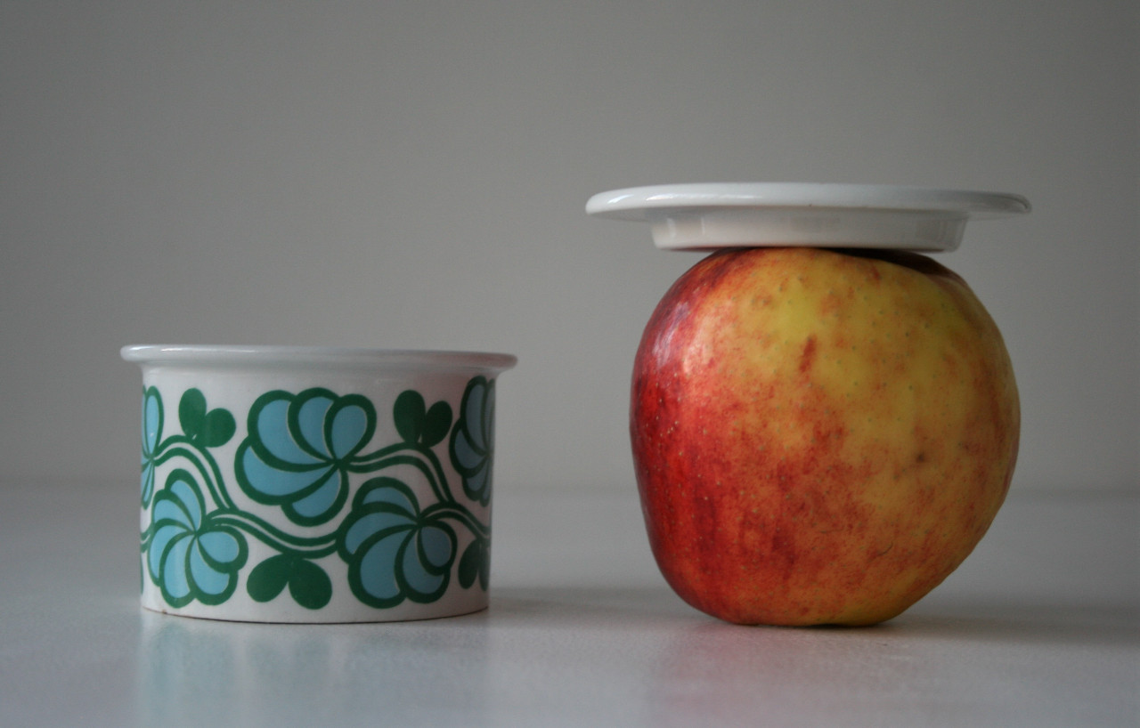 Jar with lid and apple (2020)