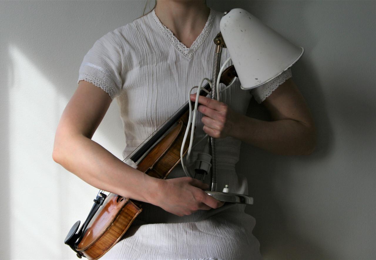 Violin, table lamp (2020)
