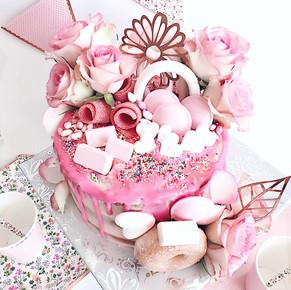 Een candy-flower drip cake maken