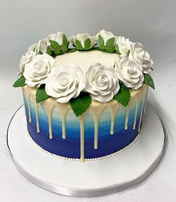 Blue ombre, white roses