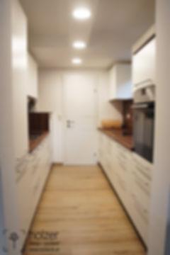 küche-weiß-robinie-einbauküche-holzer-de