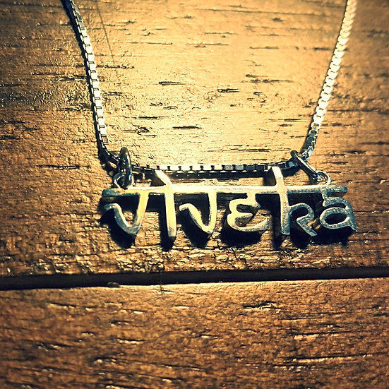 Viveka pendant with chain