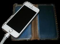 iPhoneを充電する時はカバーを外す。