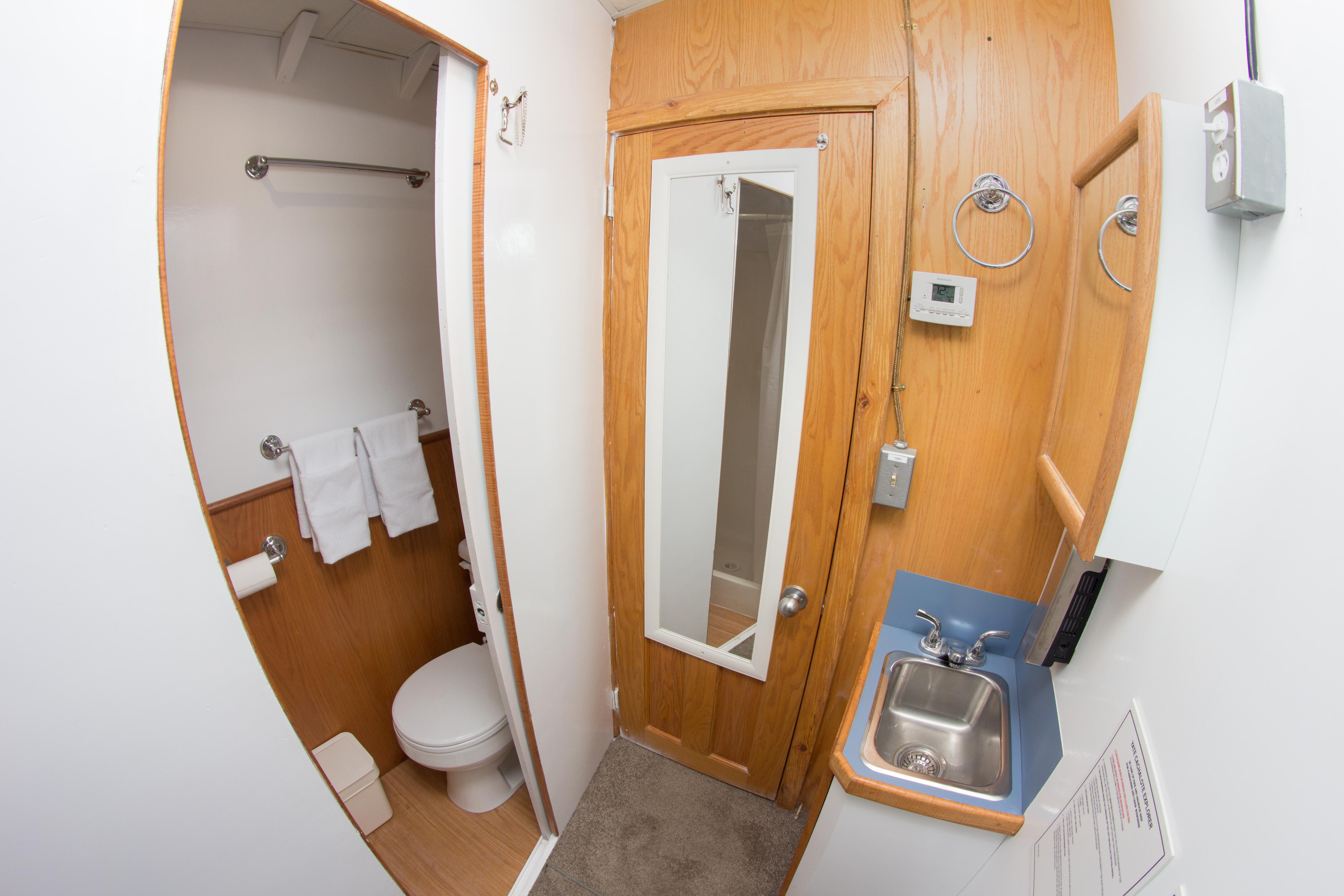 cabin 8 W/C