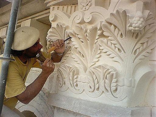 Sculpture ornements, feuilles d'acanthe, chapiteaux en pierre calcaire, XIIIem siècle, cathédrale de Périgueux, architecte OUDIN Acmh, atelier ROMEL