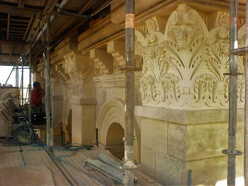 Sculpture ornements, feuilles d'acanthe, capiteaux en pierre calcaire, XIIIem siècle, cathédrale de Périgueux, architecte OUDIN Acmh, atelier ROMEL