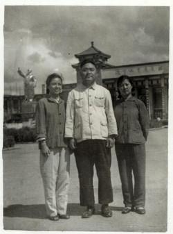 60年代上大学时与赵玉斋老师合影留念