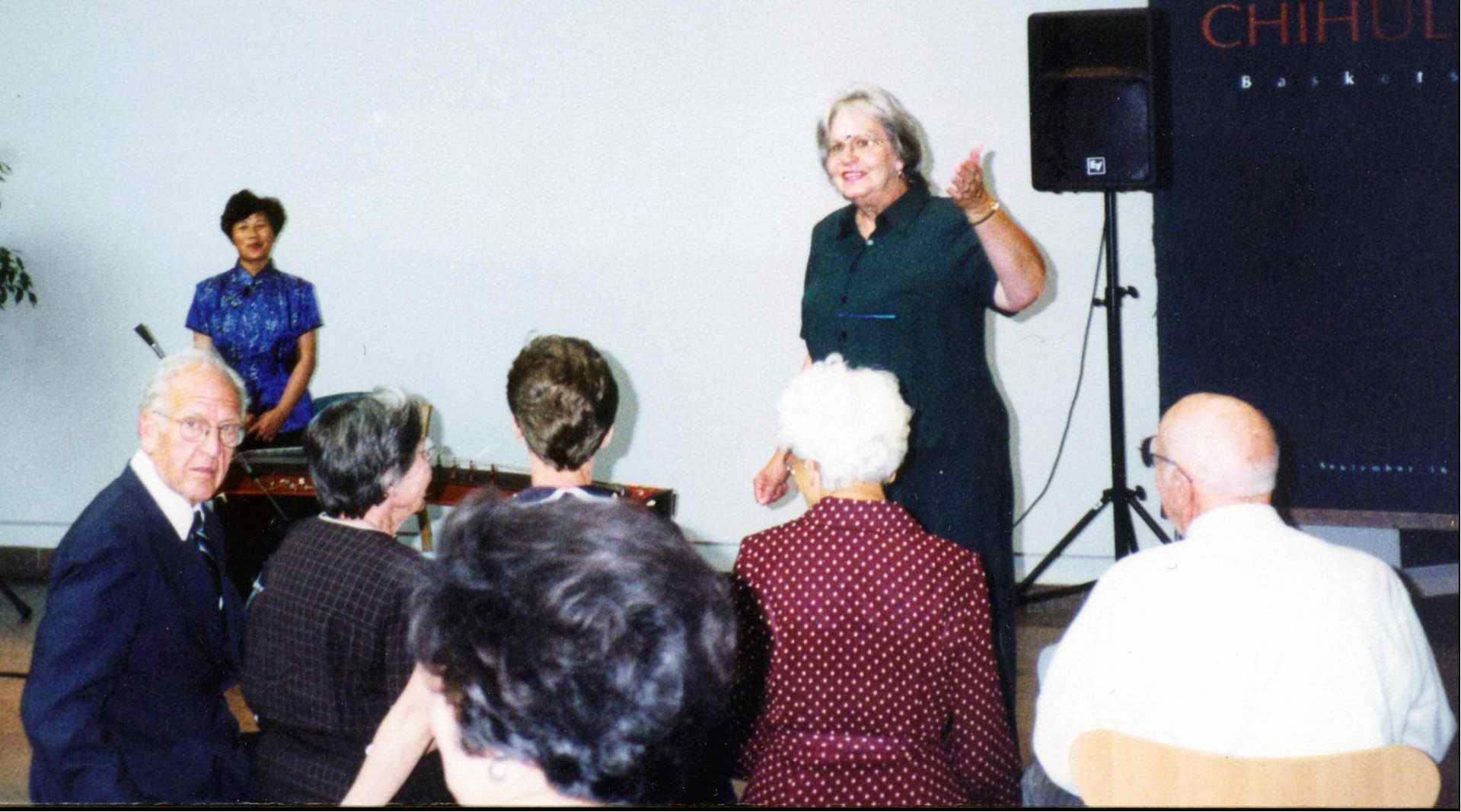2000年应美国杨伯翰大学邀请举办古筝讲座