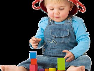Kleinkinder davon abhalten sich um Spielsachen zu streiten