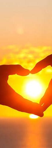 Ljubezen, srečo in prijetaljstvo si želimo občutitit in doživeti vsi izmed nas. Pomagajmo si in odkrijmo, kako najti srečo in veselje v življenju.