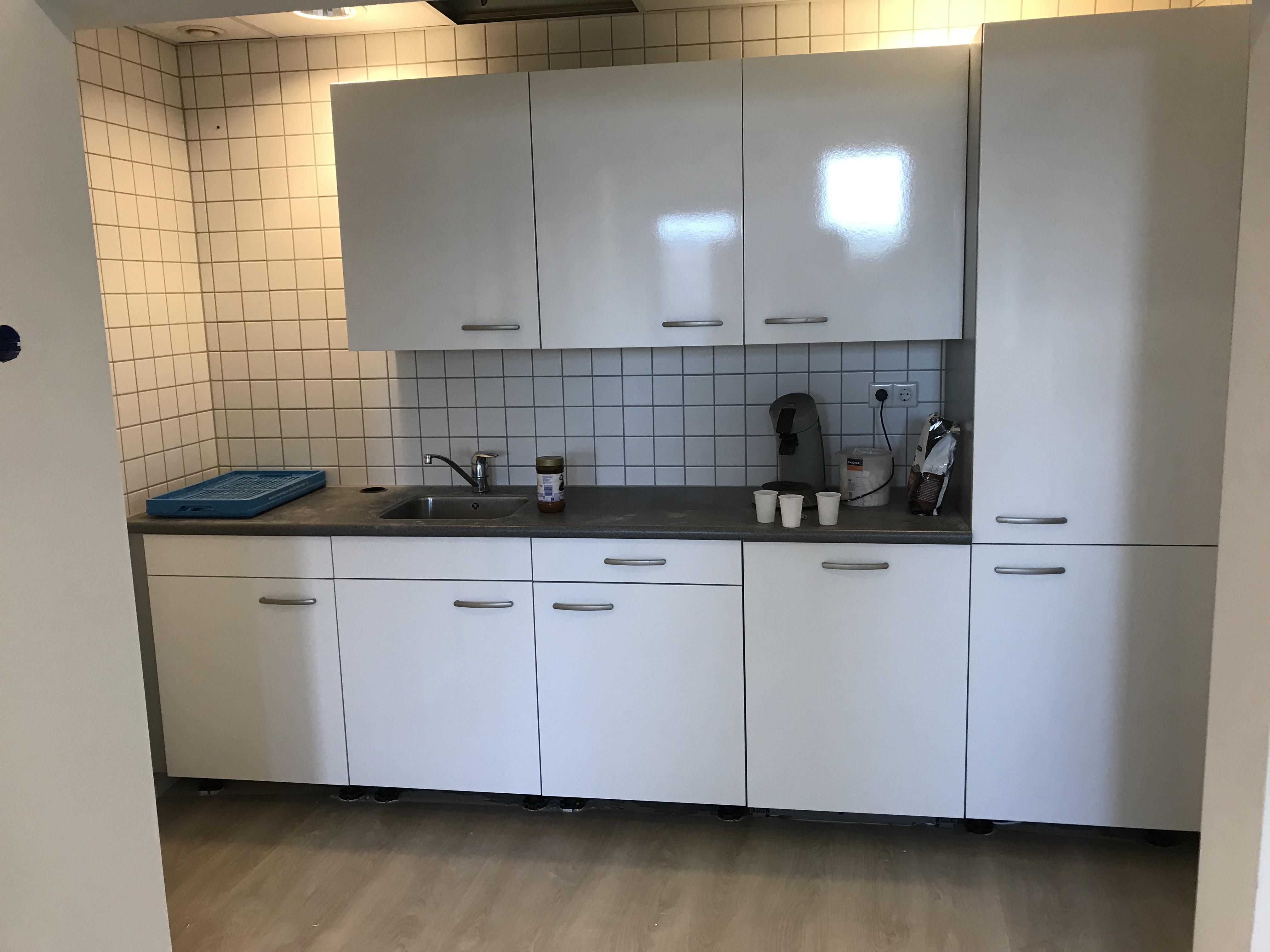Keuken wrappen van rood naar wit