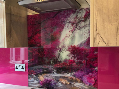 Fuschia leaves print splashback