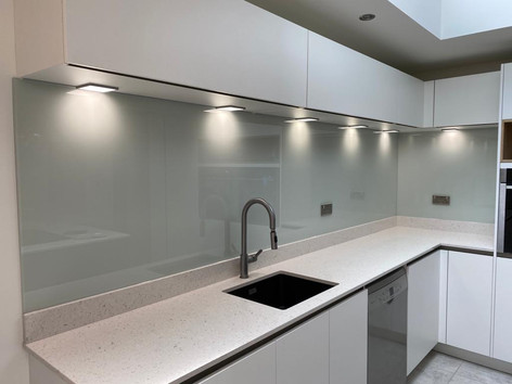 RAL 9018 glass splashback
