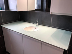 15mm Mint Glass Worktop