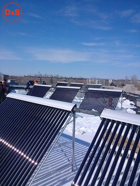 Солнечные коллектора зимой на доме Волго