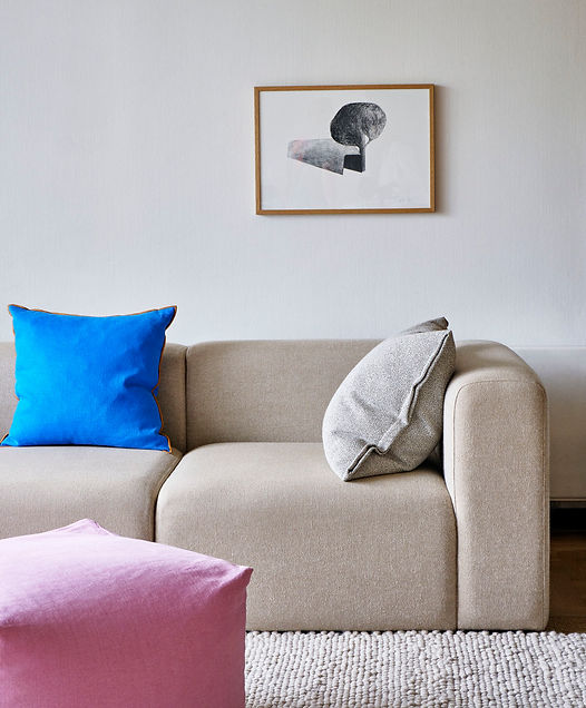 Pouf cool rose_Mags 3 Seater comb 1 Hallingdal 220_Plica Sprinkle cream_Outline Cushion vi