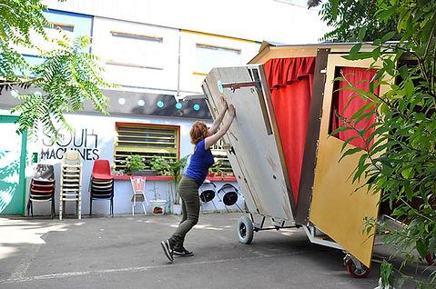 déploiement, scène, spectacle de rue, objet insolite, arlequin, théâtre ambulant, création