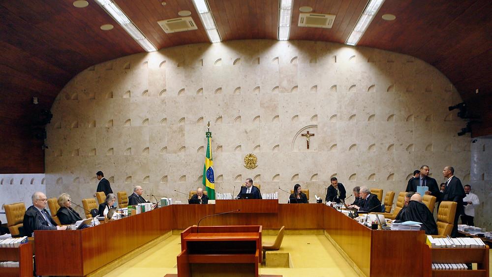 Ministros do STF reunidos em plenário para discutir a criminalização da homofobia.
