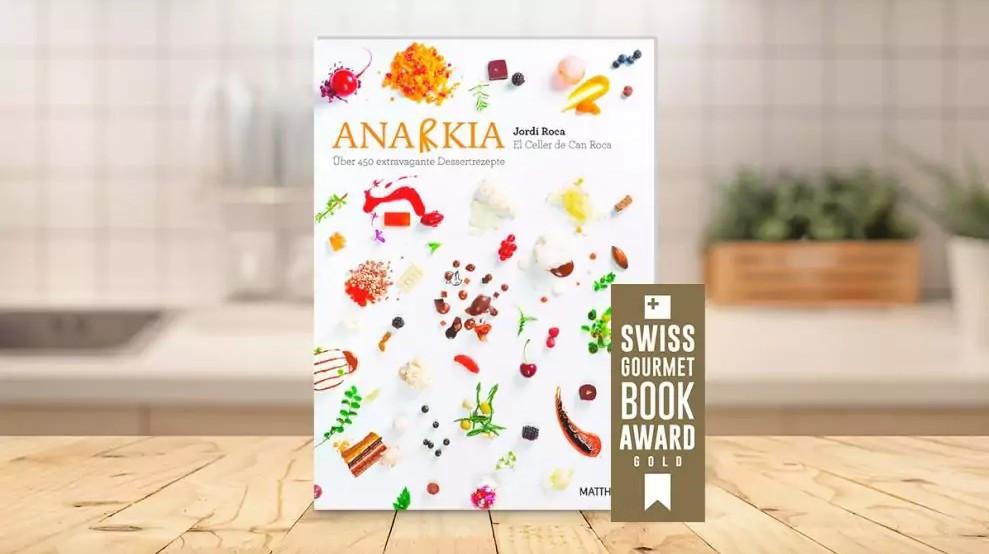 """""""Anarkia"""" – zu Deutsch """"Anarchie"""" – heißt das Dessert-Buch vom preisgekrönten Pâtissier Jordi Roca. (Foto: ©HAKINMHAN/iStock/Getty Images Plus/Getty Images)"""