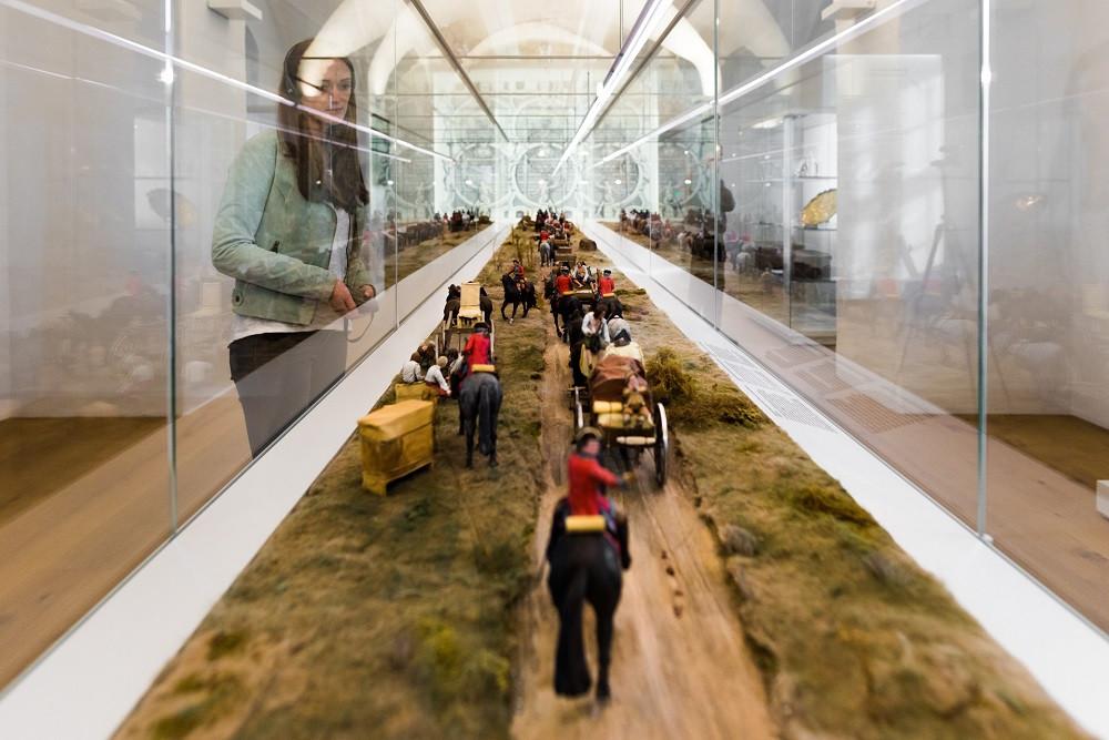 """Kutschenzug Augusts des Starken (von Dresden auf die Festung Königstein),  Dauerausstellung """"In lapide regis – Auf dem Stein des Königs"""", Foto: Sebastian Thiel"""