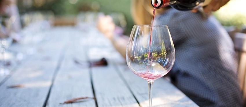 Sächsische Weinverkostung mit 5 Weinen im Weinkeller Am Goldenen Wagen