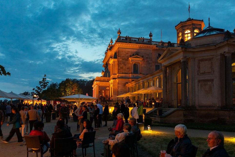 Gut gelaunt und tanzbegeistert - 6000 Gäste feierten ihre Schlössernacht - Foto: Daniel Bahrmann