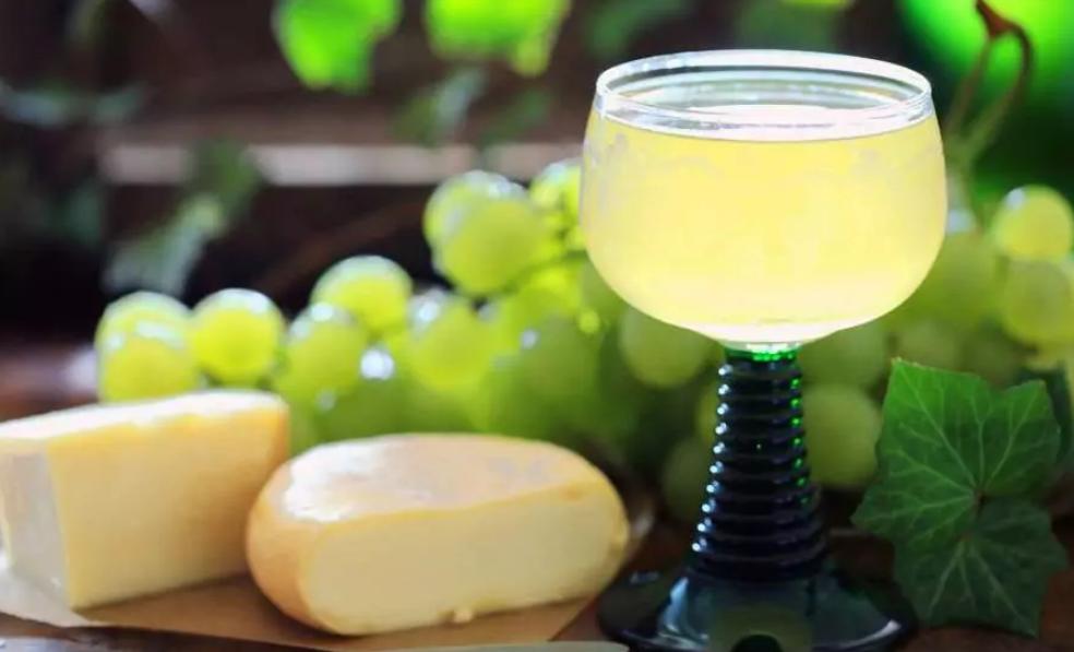 Federweißer wird in allen 13 Weinanbaugebieten in Deutschland hergestellt. Der frühe Lesebeginn begünstigt den deutschen Federweißen im Wettbewerb mit Importen aus Italien und anderen südeuropäischen Ländern. (©: Tanja/fotolia.com)