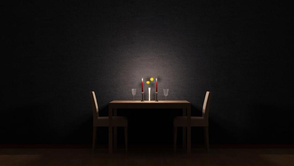 Das Berliner Gourmet-Restaurant Nobelhart & Schmutzig lädt im März zum zweiten Blackout Dinner (Symbolbild). (Foto: ©style67/stock.adobe.com)