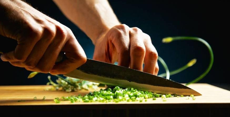 Mit scharfen Messern beim Bocuse d'Or: Marvin Böhm bringt Deutschland in die Top 20 Bildquelle: http://www.gourmet-connection.de/de/home/