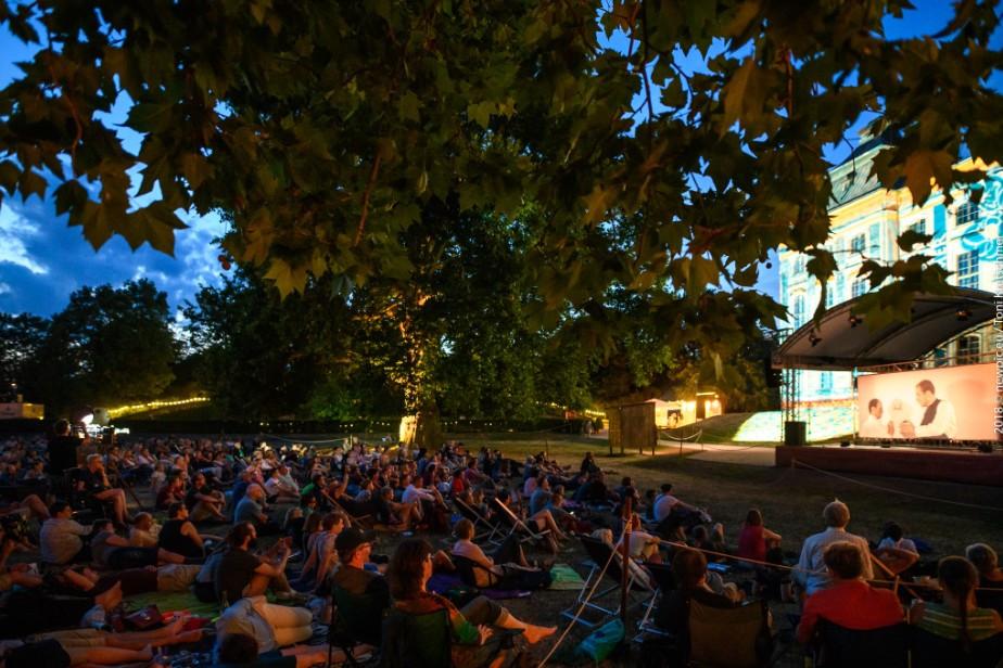 ACHTUNG: Palais Sommer verschiebt heute Yoga, Konzert und Kino - Palais Sommer dauert einen Tag länger!