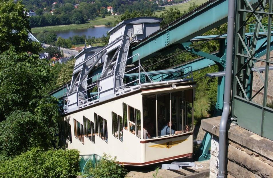 Lust auf Sachsen - Dresdner Schwebebahn ab Sonnabend wieder in Betrieb