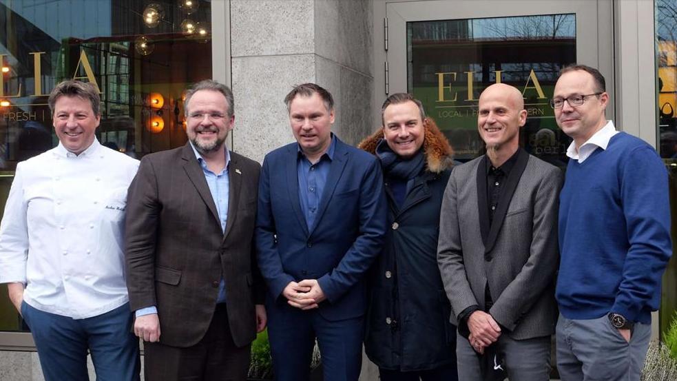 Freuen sich schon auf die kommende eat! berlin2020 (v.l.n.r.): Markus Herbicht, Bernhard Moser, Jörg Frankenhäuser, Tim Raue, Ralf Zacherl und Hendrik Otto bei der Pressekonferenz. (Foto: ©XAMAX scaled)