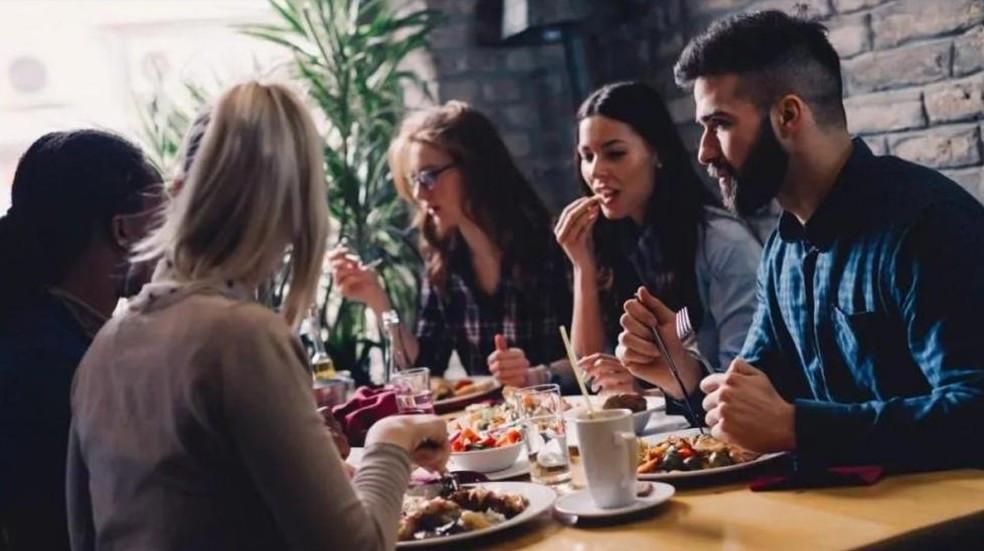 Ab kommenden Samstag dürfen Restaurants in Mecklenburg-Vorpommern wieder öffnen. (© nd3000 – stock.adobe.com)