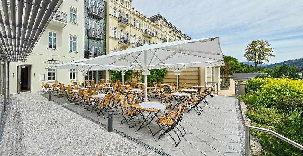 Sommergarten des Hotels Elbresidenz an der Therme Bad Schandau. Foto: bernhardstrauss.com Copyright Toskanaworld GmbH
