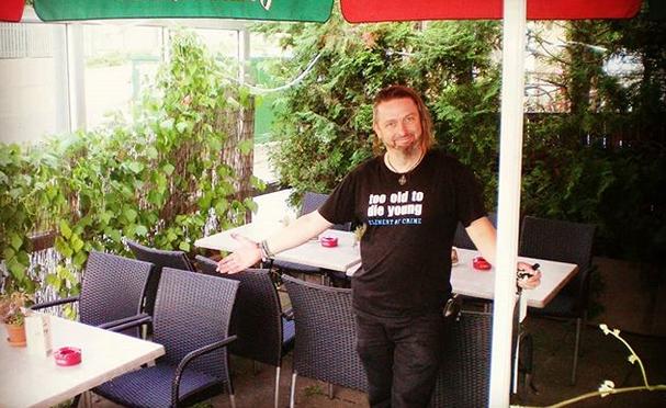 MÜLLER'S Restaurant-Bar-Kneipe öffnet Terrasse