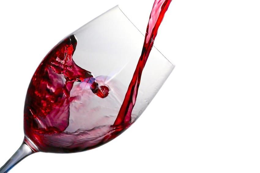 Ein Glas Wein bei Diabetes