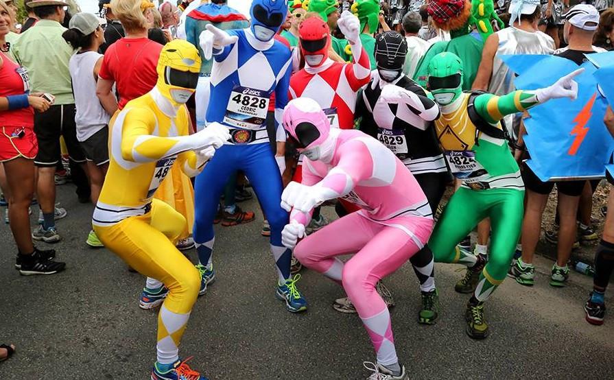 Beim Medoc-Marathon ist es Tradition, kostümiert an den Start zu gehen. (© picture alliance/abaca)