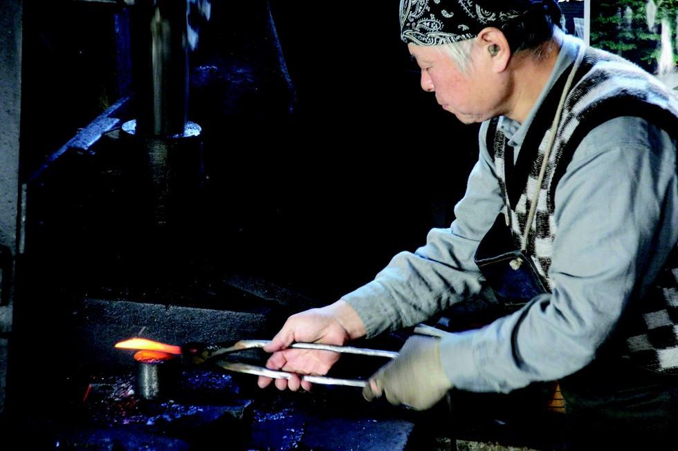 Lust auf Sachsen - Aus der Hand des Meisters: Ein original japanisches Hocho-Messer erkennt man beispielsweise an der Signatur eines japanischen Meisterschmiedes auf der Klinge. Foto: obx-news/Dictum
