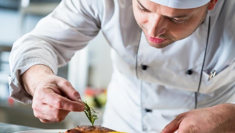 Was Köche jetzt über Corona wissen sollten, hat nun der VKD auf einer Website zusammengestellt. (© Kzenon/stock.adobe.com)