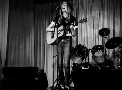 Rosie - Singer   Guitar