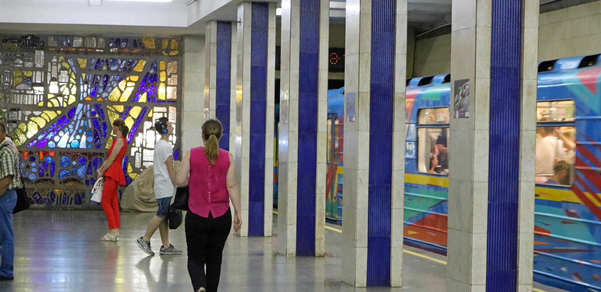 Poshtova Ploshcha Metro