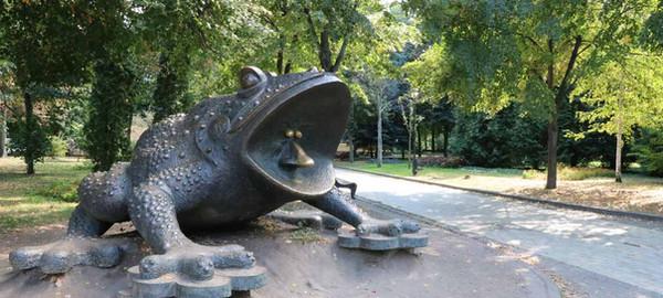Пам'ятник жабі