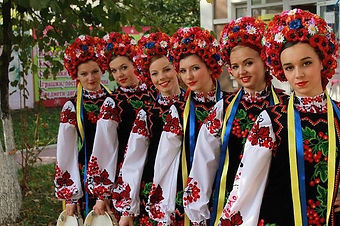 Ukrainian folk girls