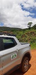 Carro com a logo da Trilho Ambiental