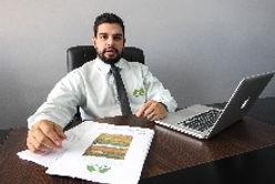 Consultor Ambiental na Mesa com Estudo Ambiental