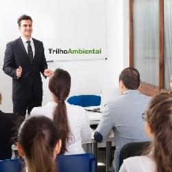 Consultor Ambiental ministrando aula