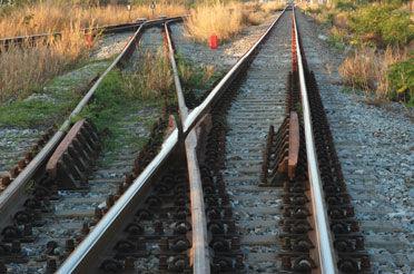 Dois Trilhos direcionando caminhos diferentes