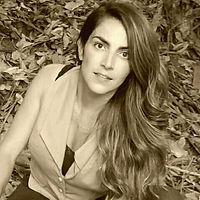 Foto da professora Aline Moura