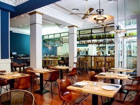 Restaurante Oribu, tres plantas con múltiples ambientes que combinan los muebles vintage con detalle